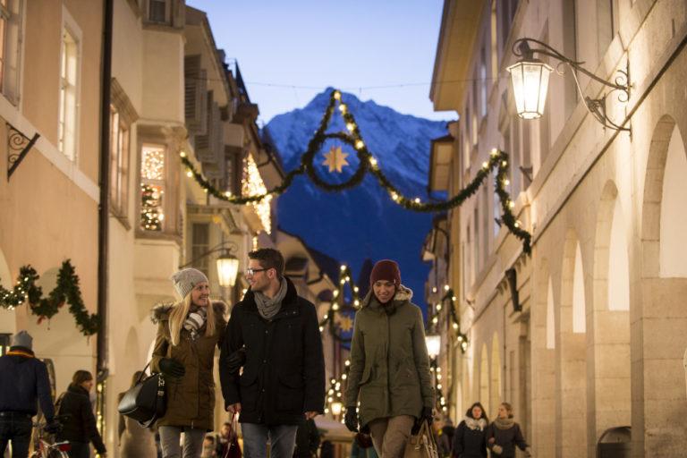 Weihnachtsstimmung in den Boutiquen und Läden der Meraner Altstadt.